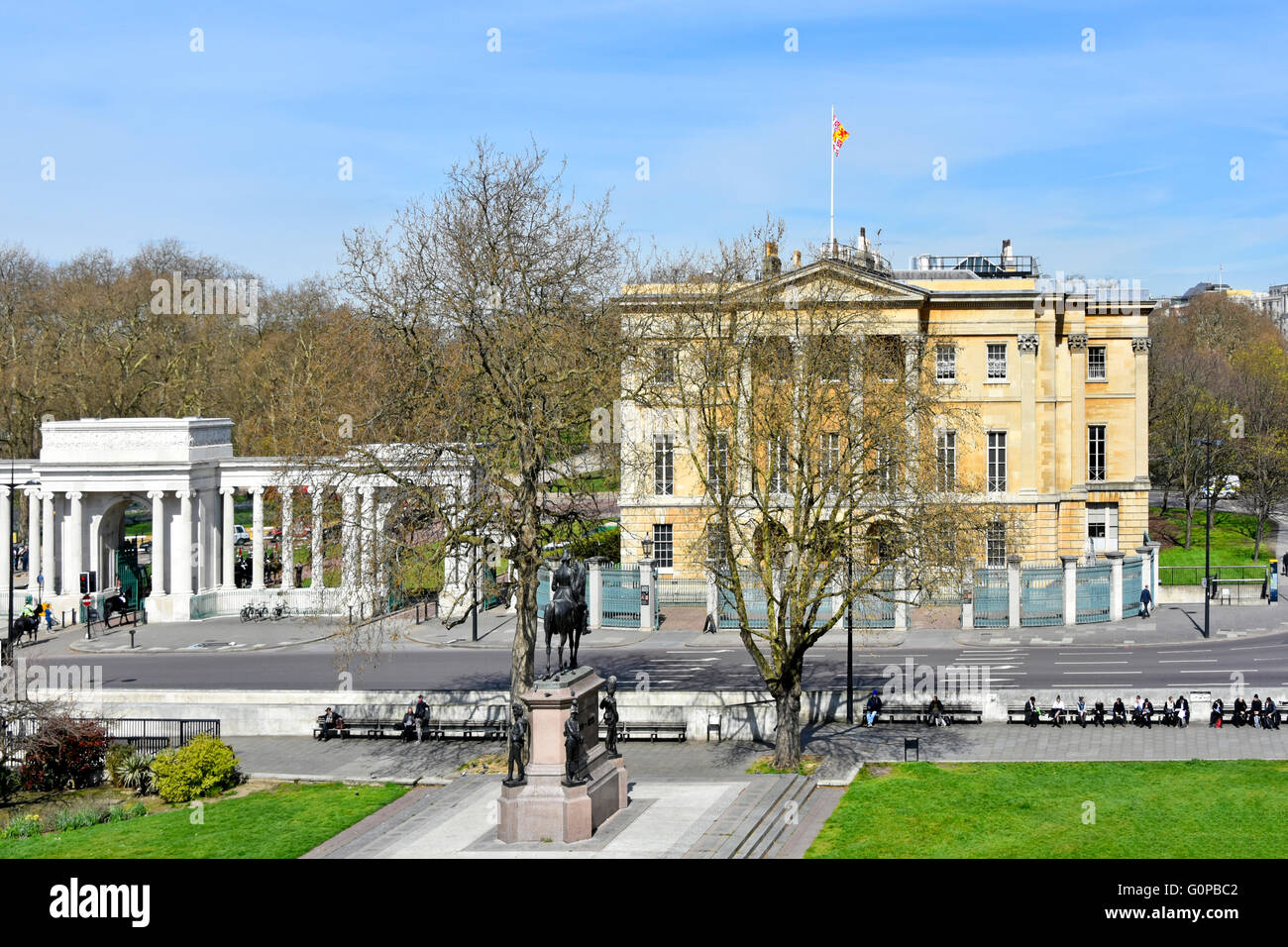 Apsley House London townhouse of the Dukes of Wellington & part of the Hyde Park Corner Screen & Wellington - Stock Image