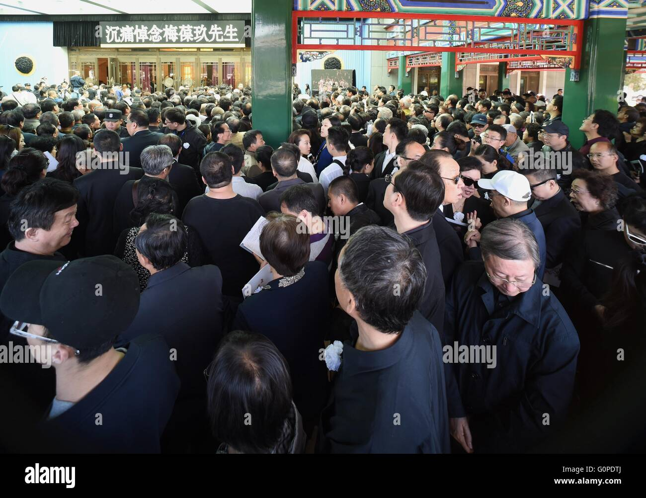 Beijing, China. 3rd May, 2016. People attend the farewell ceremony of famous Peking Opera performer Mei Baojiu at - Stock Image