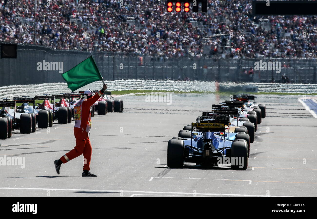Sochi, Russia. 1st May, 2016. Racing cars at the start of the 2016 Formula 1 Russian Grand Prix at the Sochi Autodrom - Stock Image