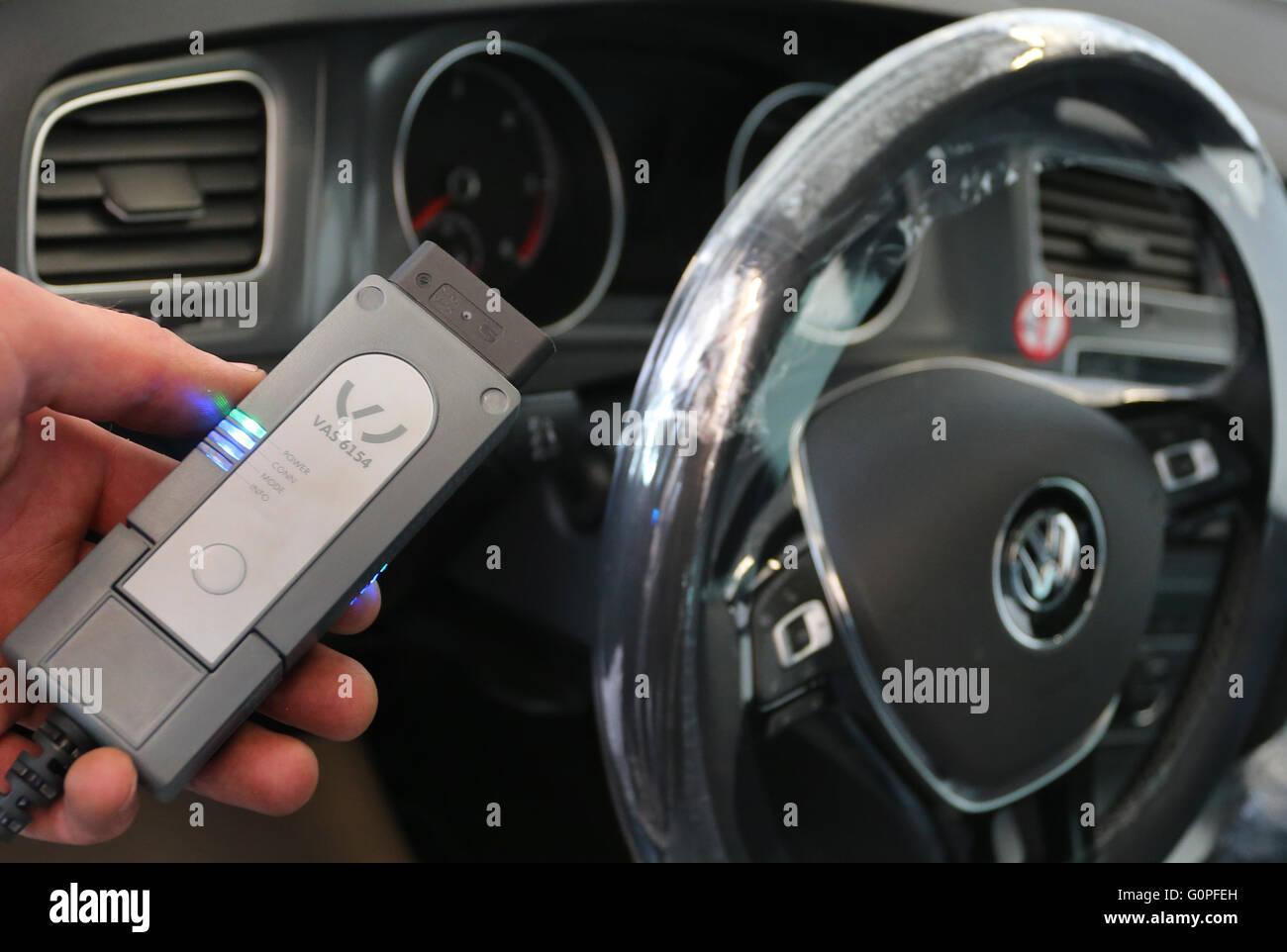 auto watch repair volkswagen mechanic youtube certified body shop