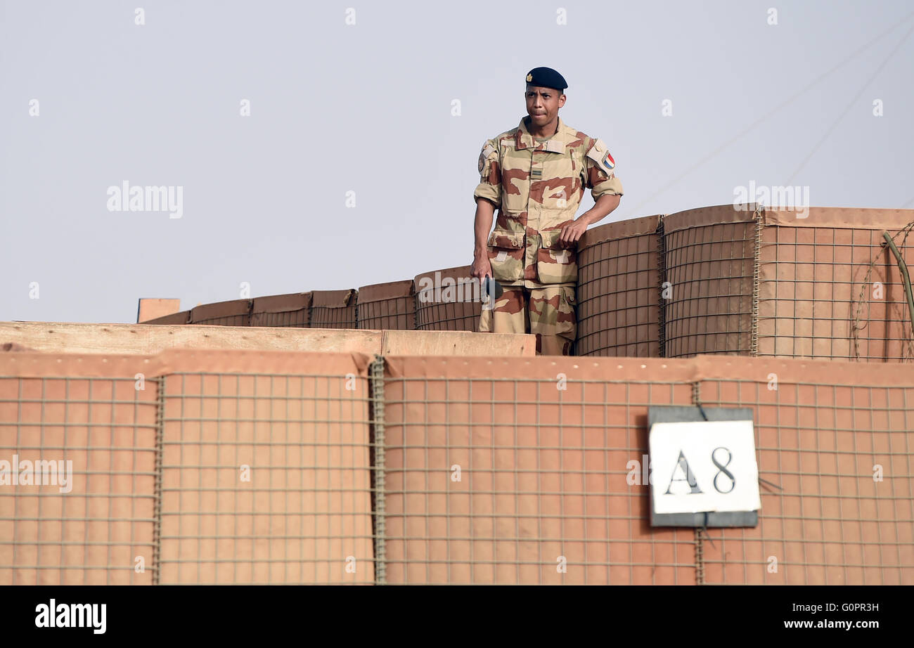 A French soldier stands in Camp Barkhane in Gao, Mali, 02 May 2016. Photo:BRITTAPEDERSEN/dpa Stock Photo