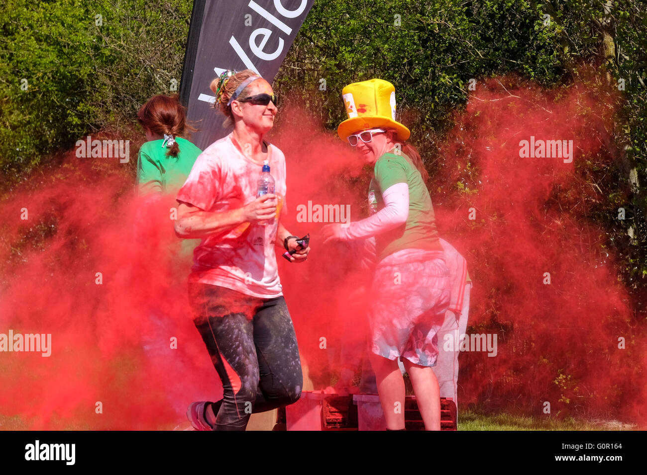 Runners taking part in a charity colour run at the University of Central Lancashire in Preston - Stock Image