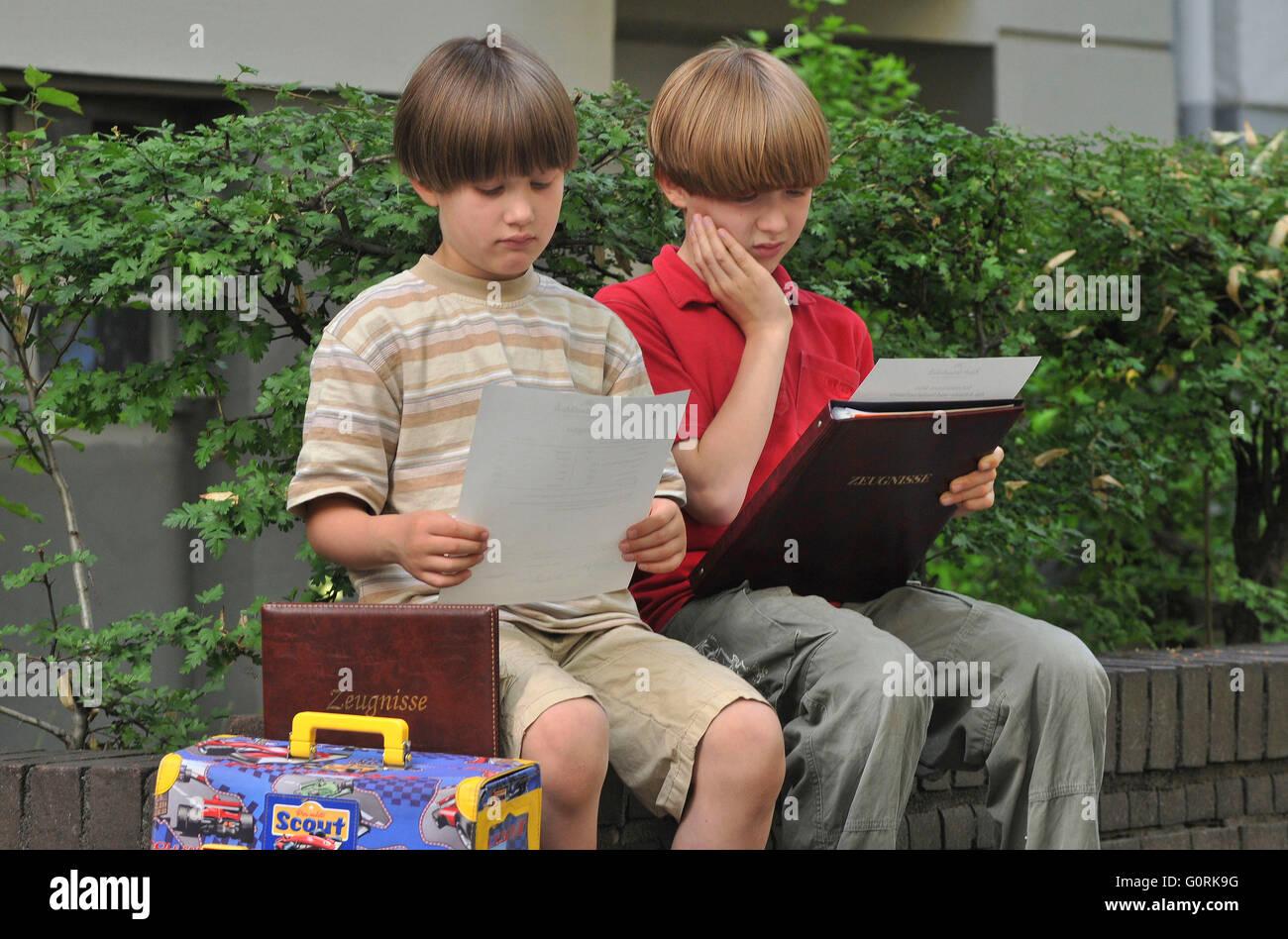 Schoolboys, schoolboy, schoolchildren, schoolchild, pupils, pupil, bad report, mark, grade - Stock Image
