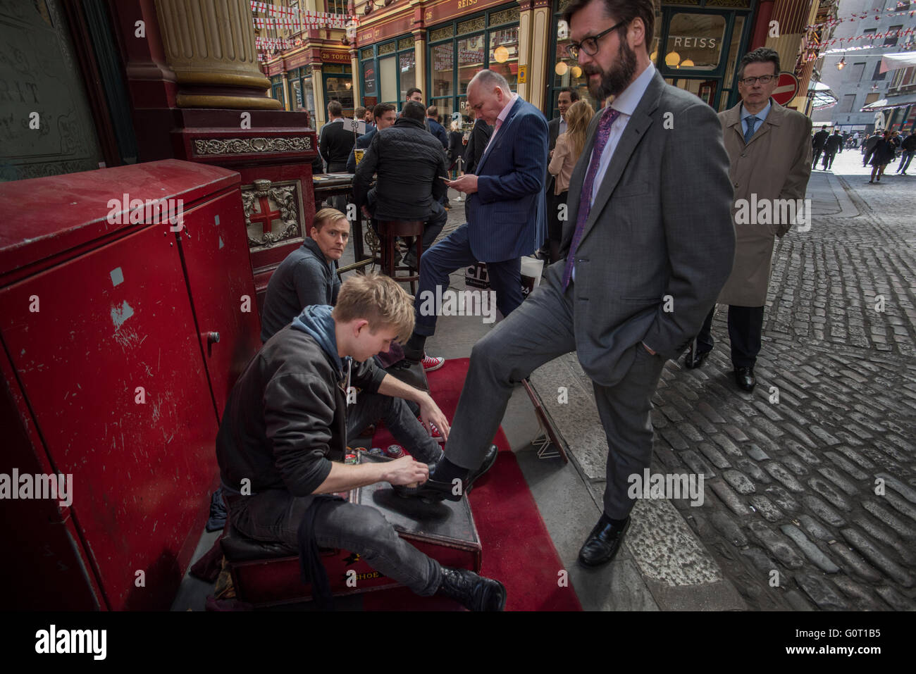 City of London, London, England,UK. 19 April 2016 City types have their shoes shined at lunchtime in Leadenhall - Stock Image