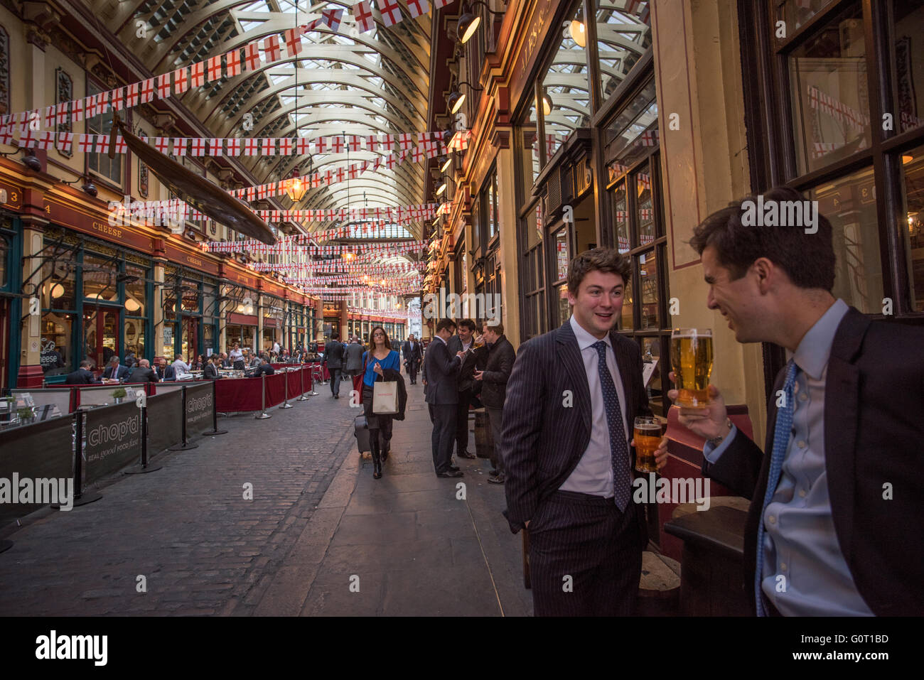 City of London, London, England,UK. 19 April 2016 City types drink at lunchtime in Leadenhall market. Leadenhall - Stock Image
