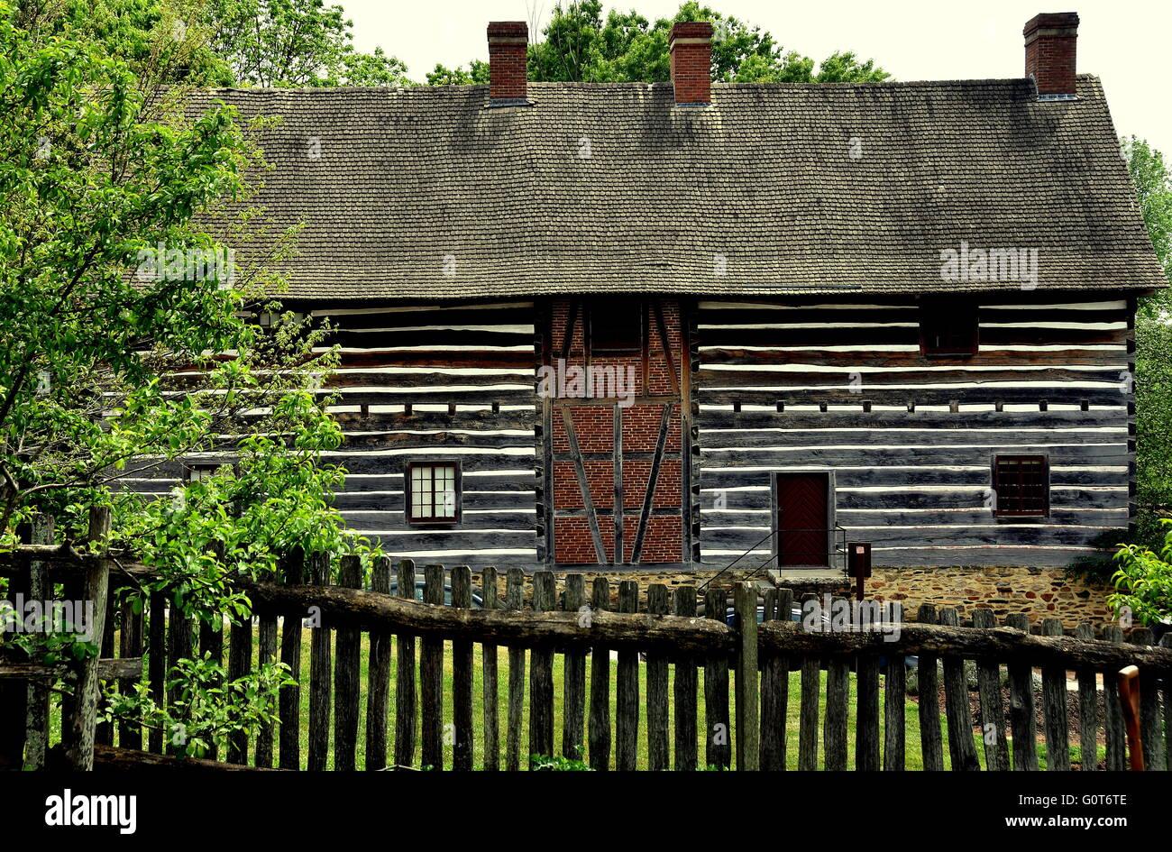 Old Salem, North Carolina:  Fachwerk log and stucco barn at the 1769 Single Brothers' House - Stock Image