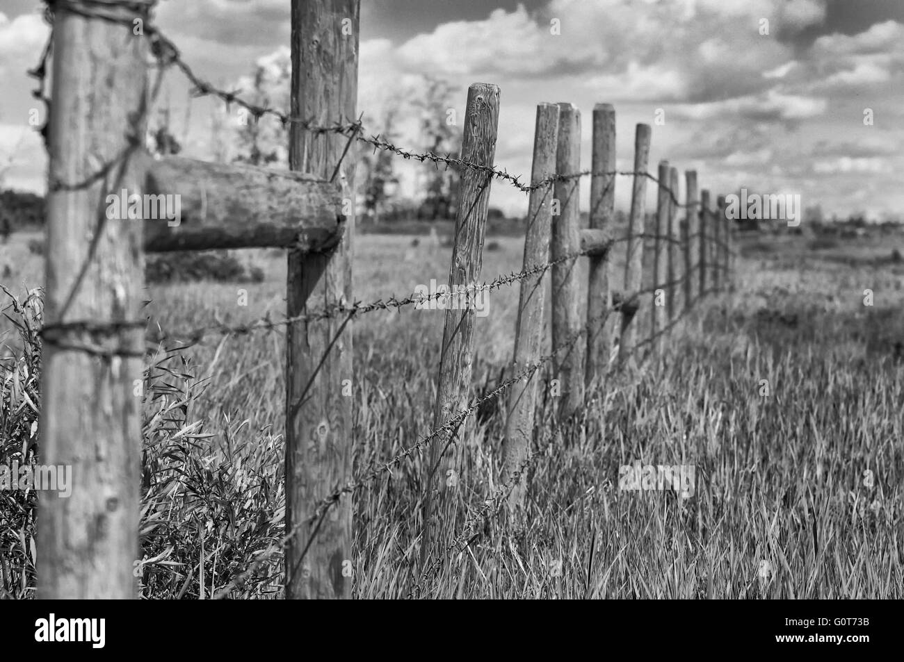 Black and white photo of old barn fence. - Stock Image