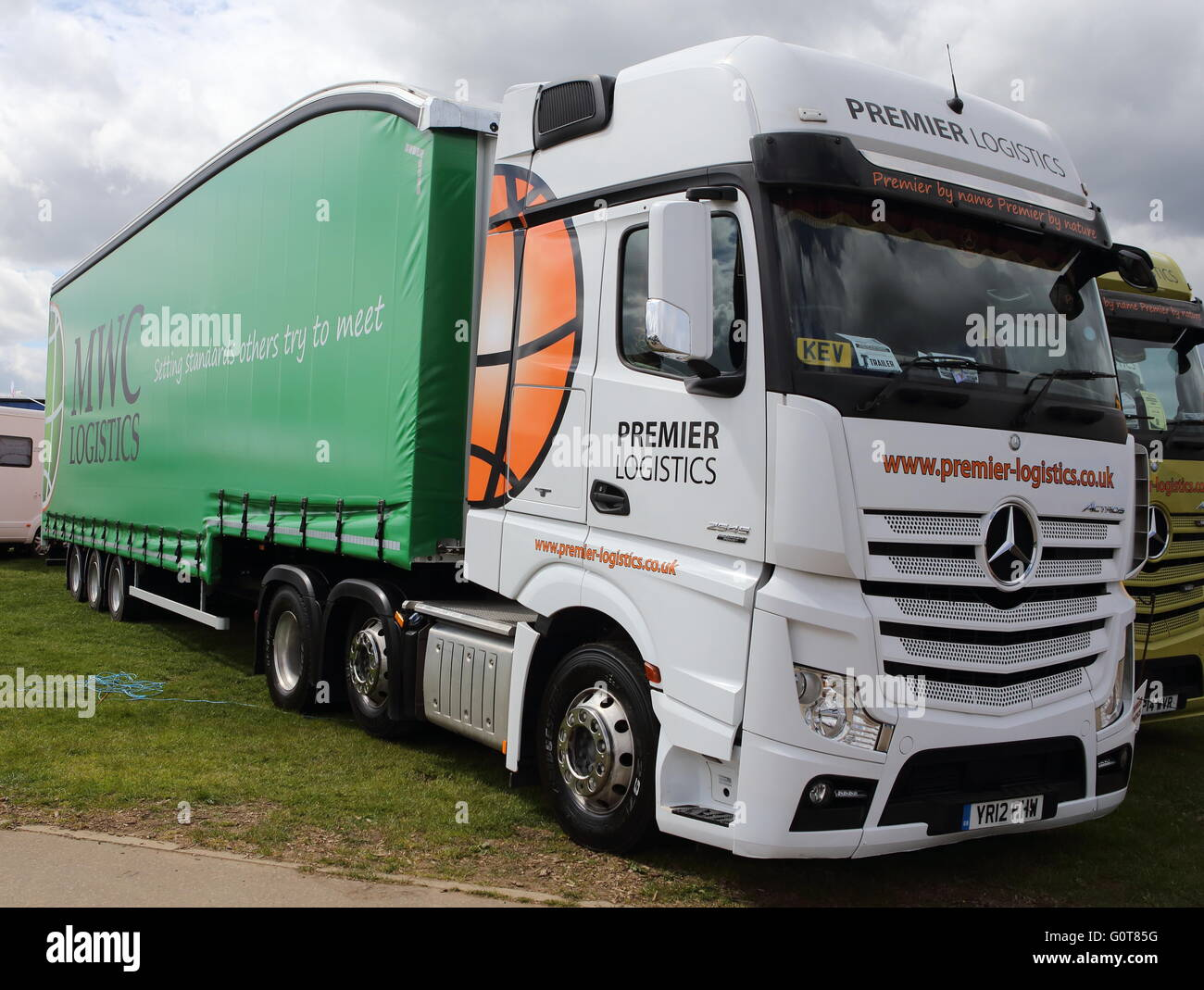 Mecedes Actros Premier Logistics - HGv Articulated Lorry - Stock Image