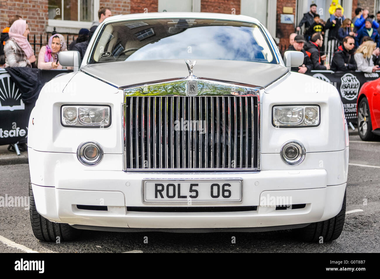 Front Of A White Rolls Royce Phantom Stock Photo Alamy