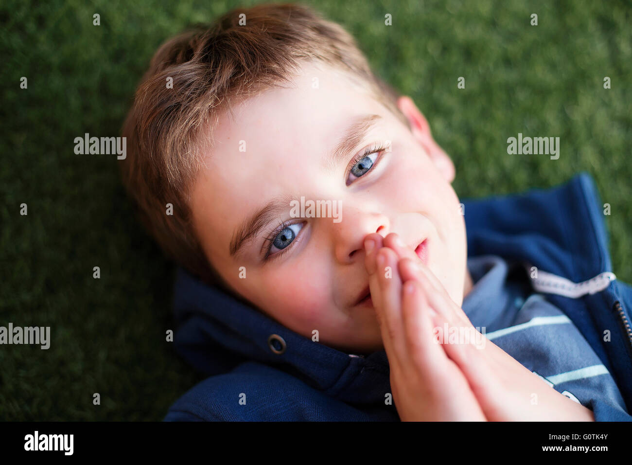 Overhead view of a boy praying - Stock Image