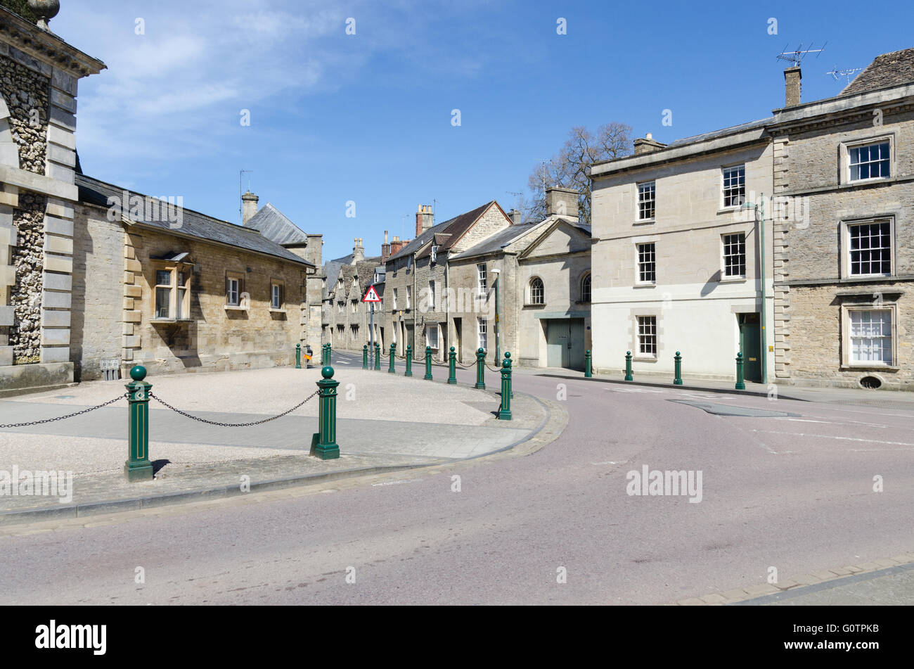 Large yew hedge behind the wall of the entrance to the Bathurst Estate Office in Cirencester - Stock Image
