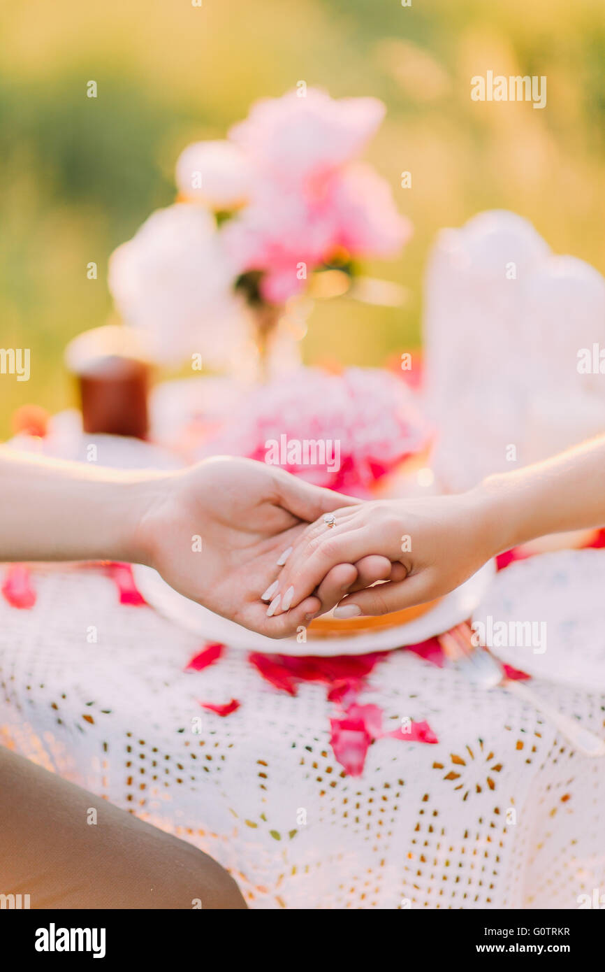 Women\'s hand with wedding ring close up Stock Photo: 103807643 - Alamy