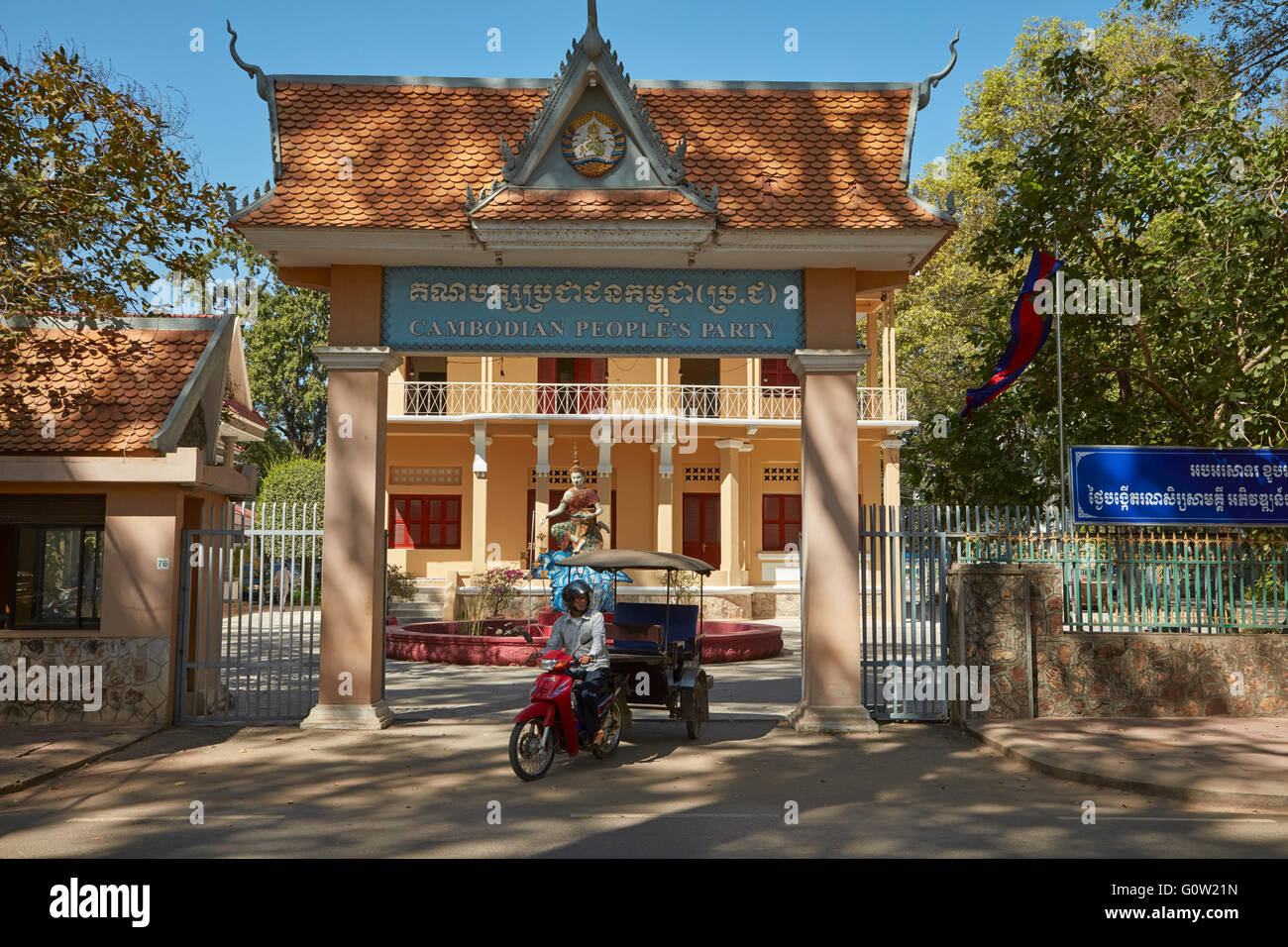 Cambodia People's Party Offices and tuk-tuk, Siem Reap, Cambodia - Stock Image
