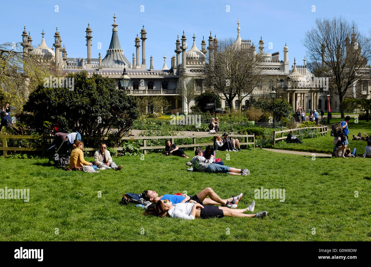 Brighton, UK. 4th May, 2016. Visitors sunbathe in Pavilion Gardens Brighton today as they enjoy the warm sunny spring - Stock Image