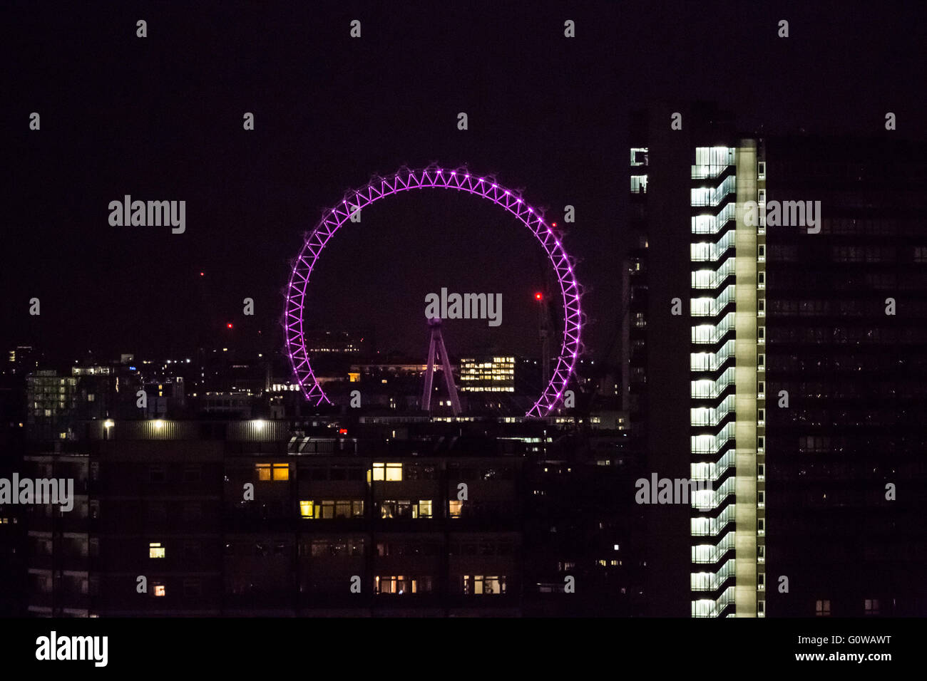London, UK. 4th May, 2016. Mayoral Election Illumination: London Eye goes pink on the eve of Polling Day Credit: - Stock Image