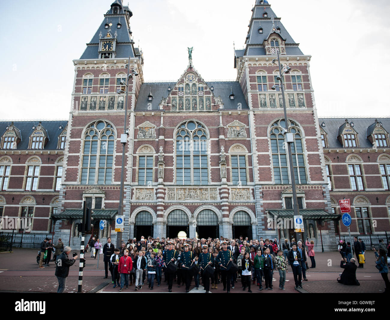 Amsterdam, The Netherlands. 4th May, 2016.The mayor of Amsterdam, Eberhard van der Laan walks annually with many - Stock Image
