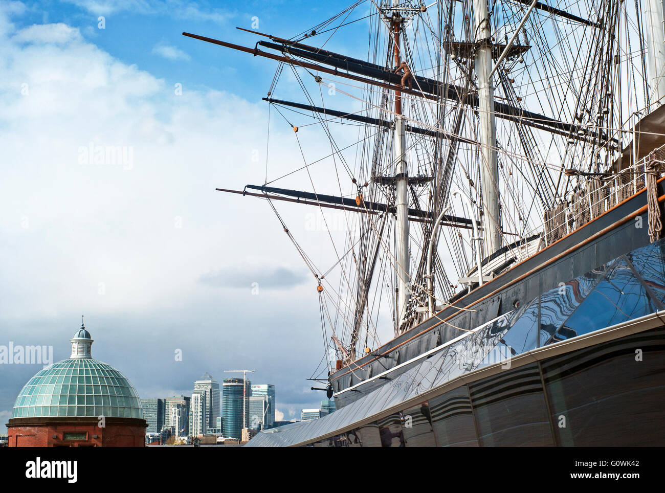 Cutty Sark ship rigging city of London in background Greenwich - Stock Image