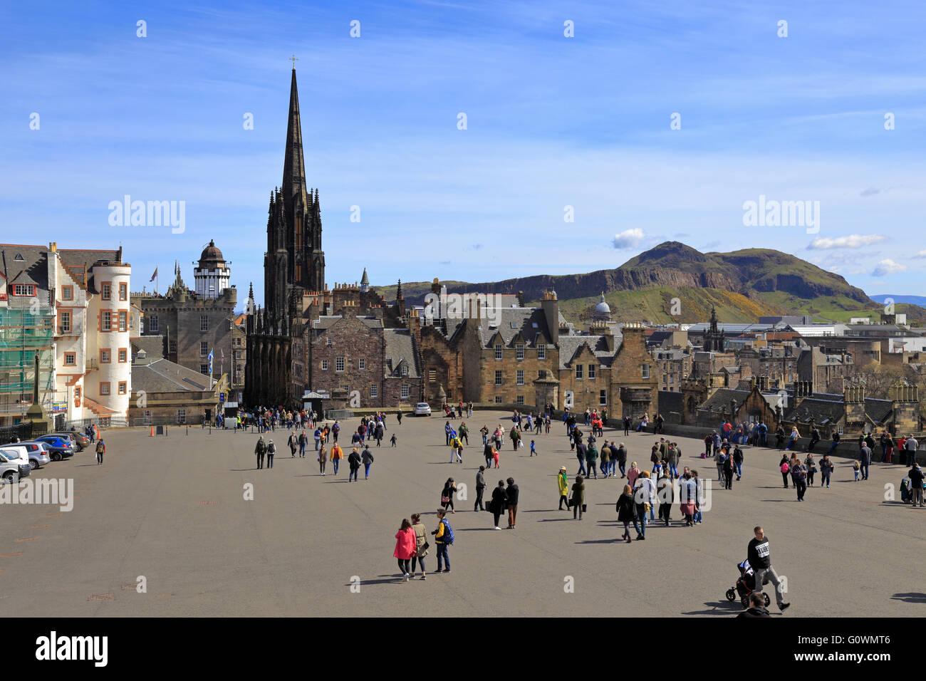 Visitors in the Castle Esplanade with Arthur's Seat in the distant, Edinburgh, Scotland, UK. Stock Photo