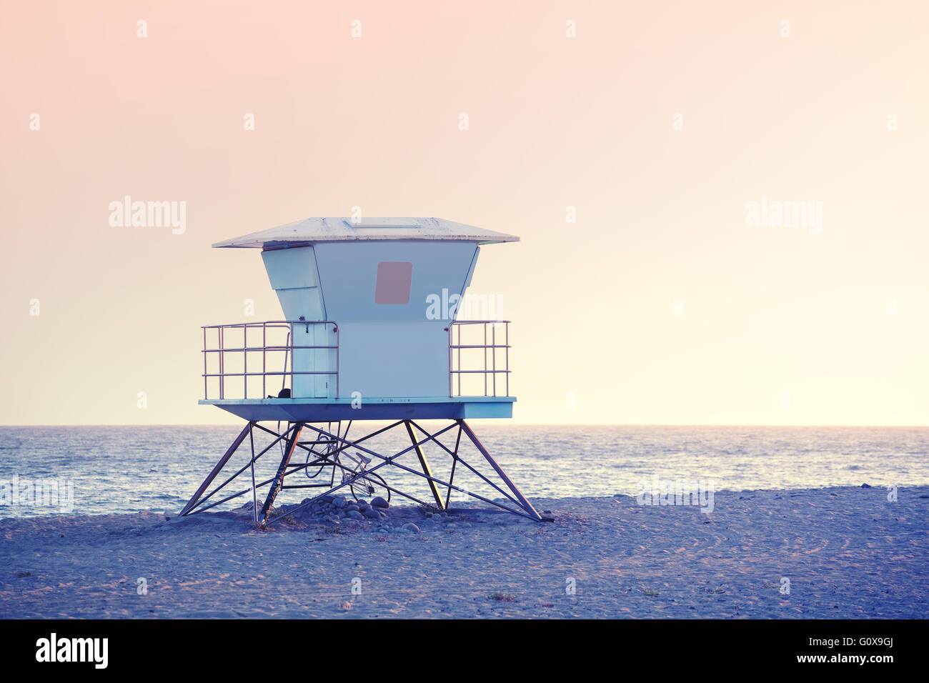 Rose quartz and serenity color toned picture of a lifeguard tower at sunset in Santa Barbara, USA. - Stock Image