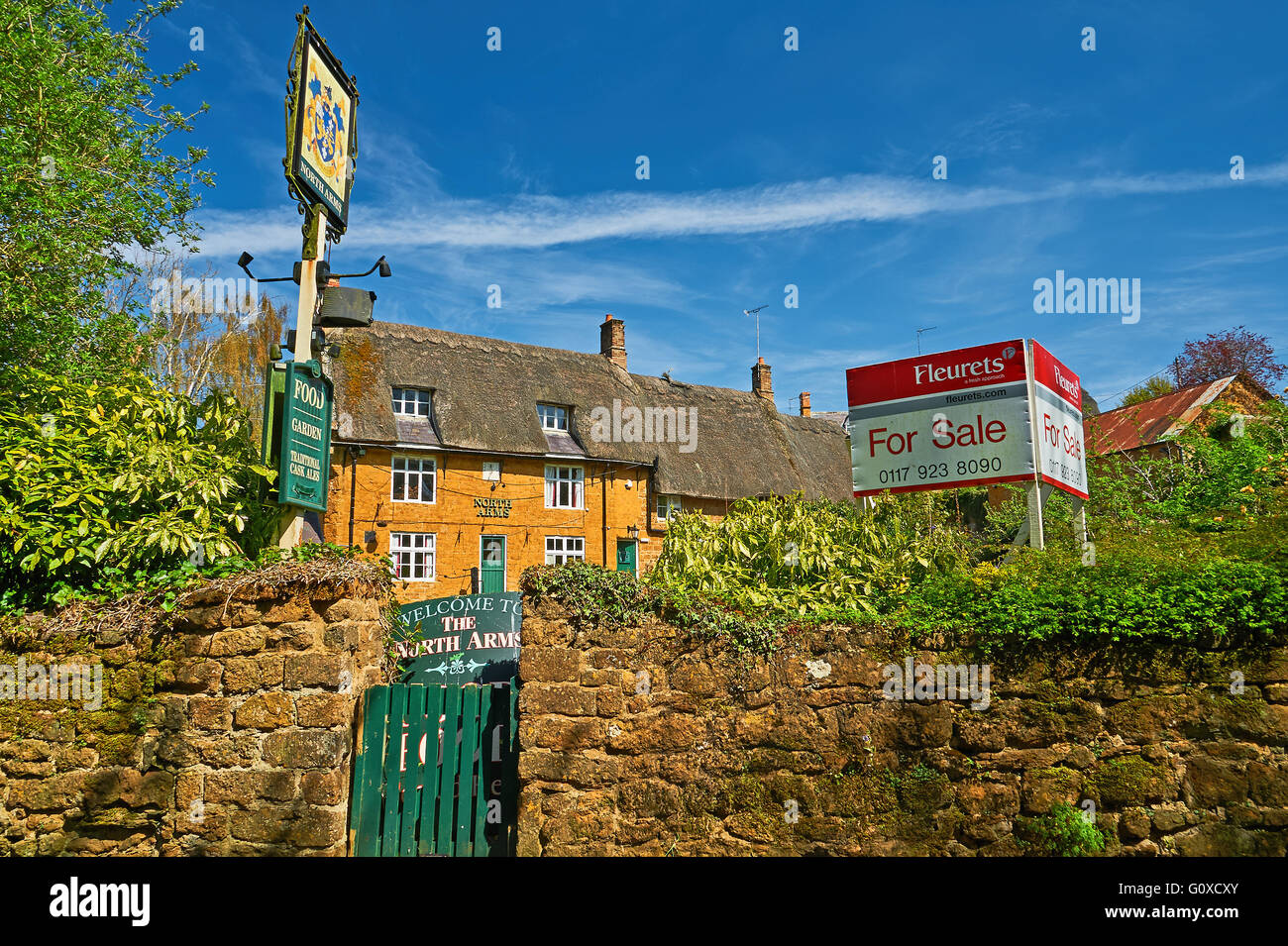 The North Arms pub in the centre of the Oxfordshire village of Wroxton like numerous other village pubs is closed. - Stock Image