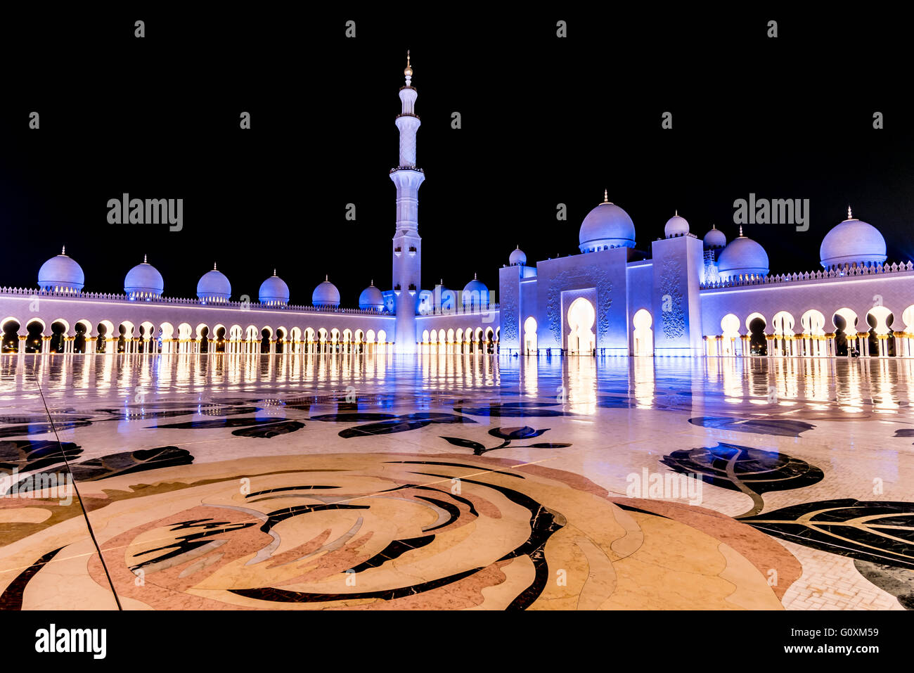 Zheikh Zayed Grand Mosque in Abu Dhabi at night bathed in a blue light - Stock Image