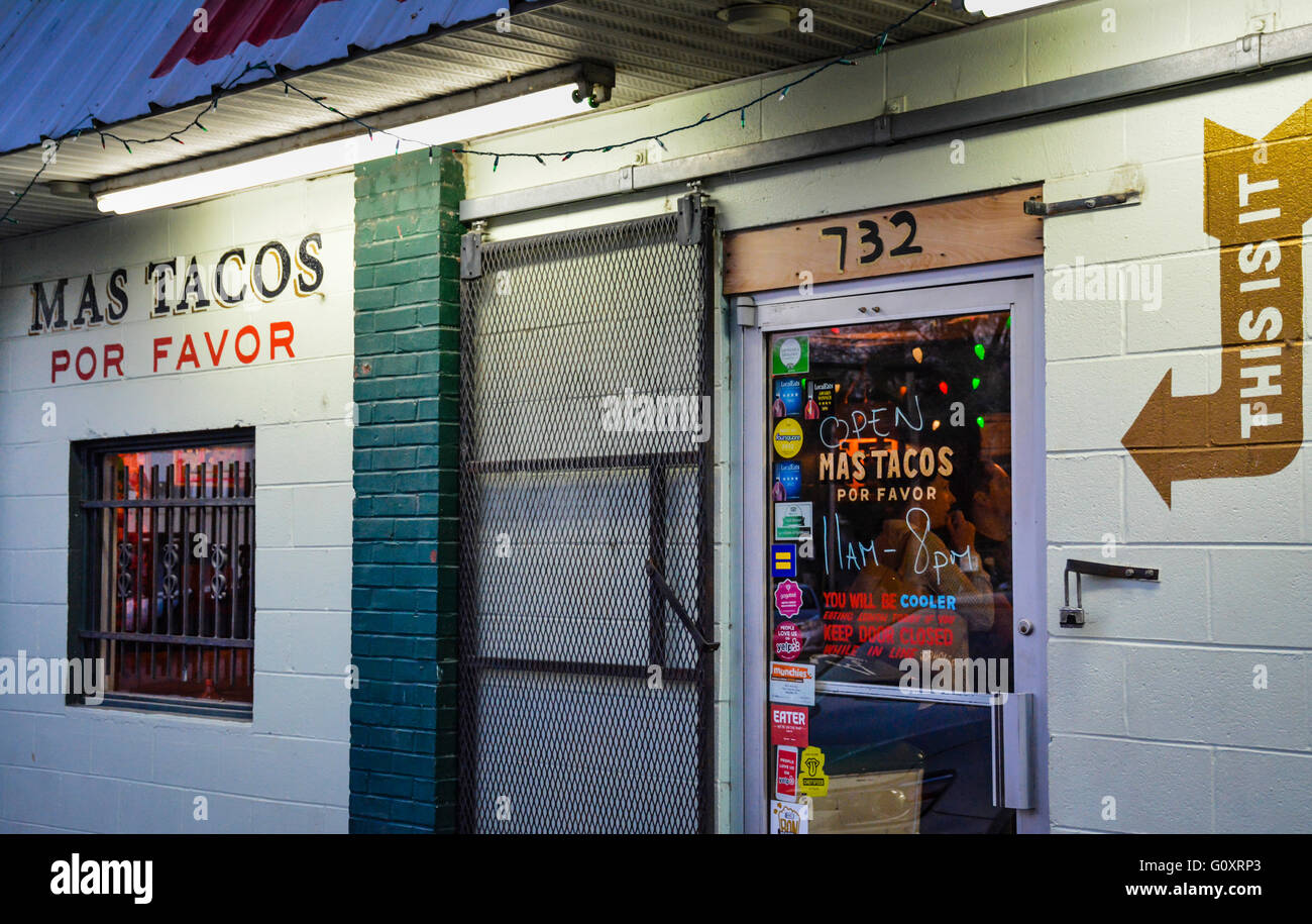 The entrance of the popular, trendy and authentic Mas Tacos