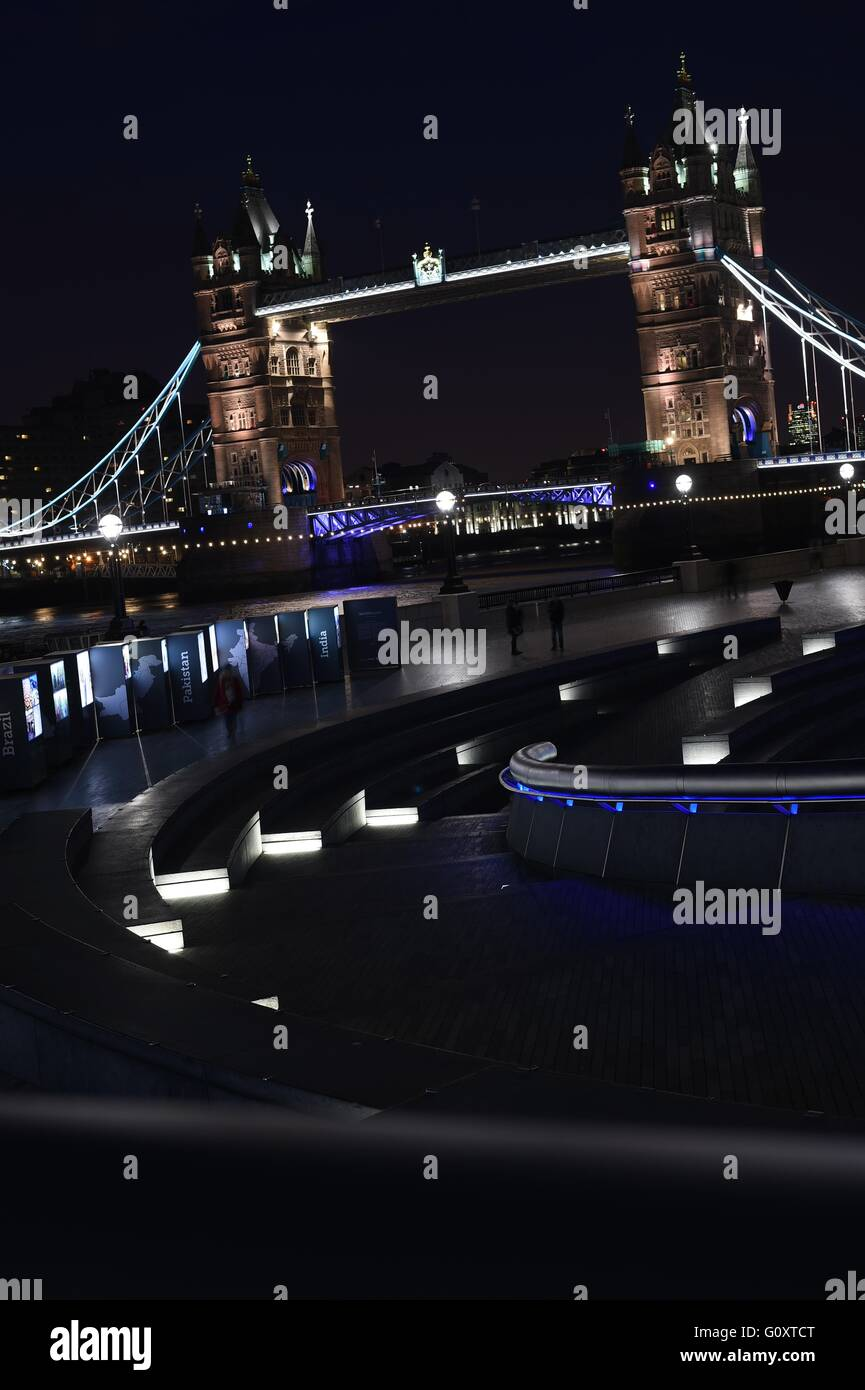 Night shot of Tower Bridge - Stock Image