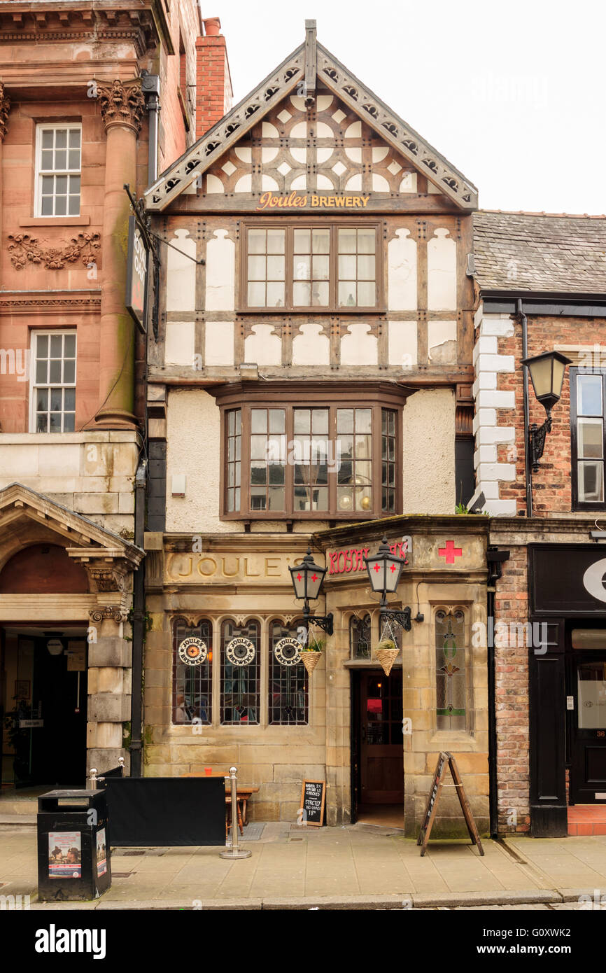 The Royal Oak Pub on Wrexham High Street built circa 1828 a fine example of a grade two listed half timbered public - Stock Image