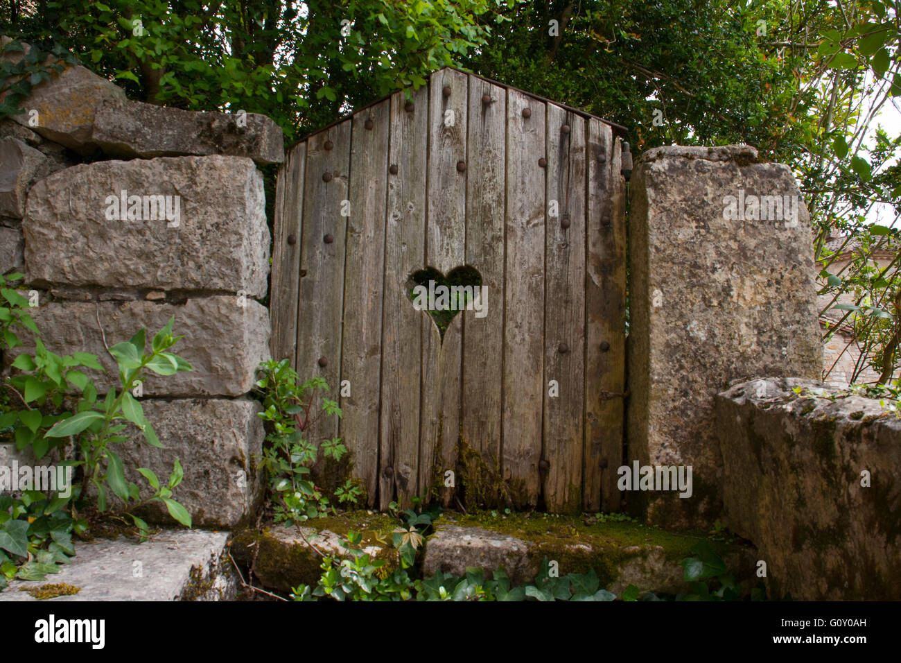wooden garden gate with a cut out Stock Photo: 103855209 - Alamy