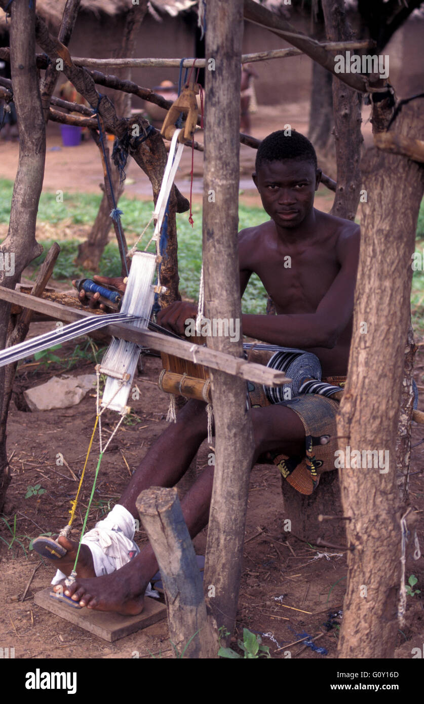 Weaver weaving of Fugu in Daboya, a village in the West Gonja district, a district in the Northern Region of north - Stock Image