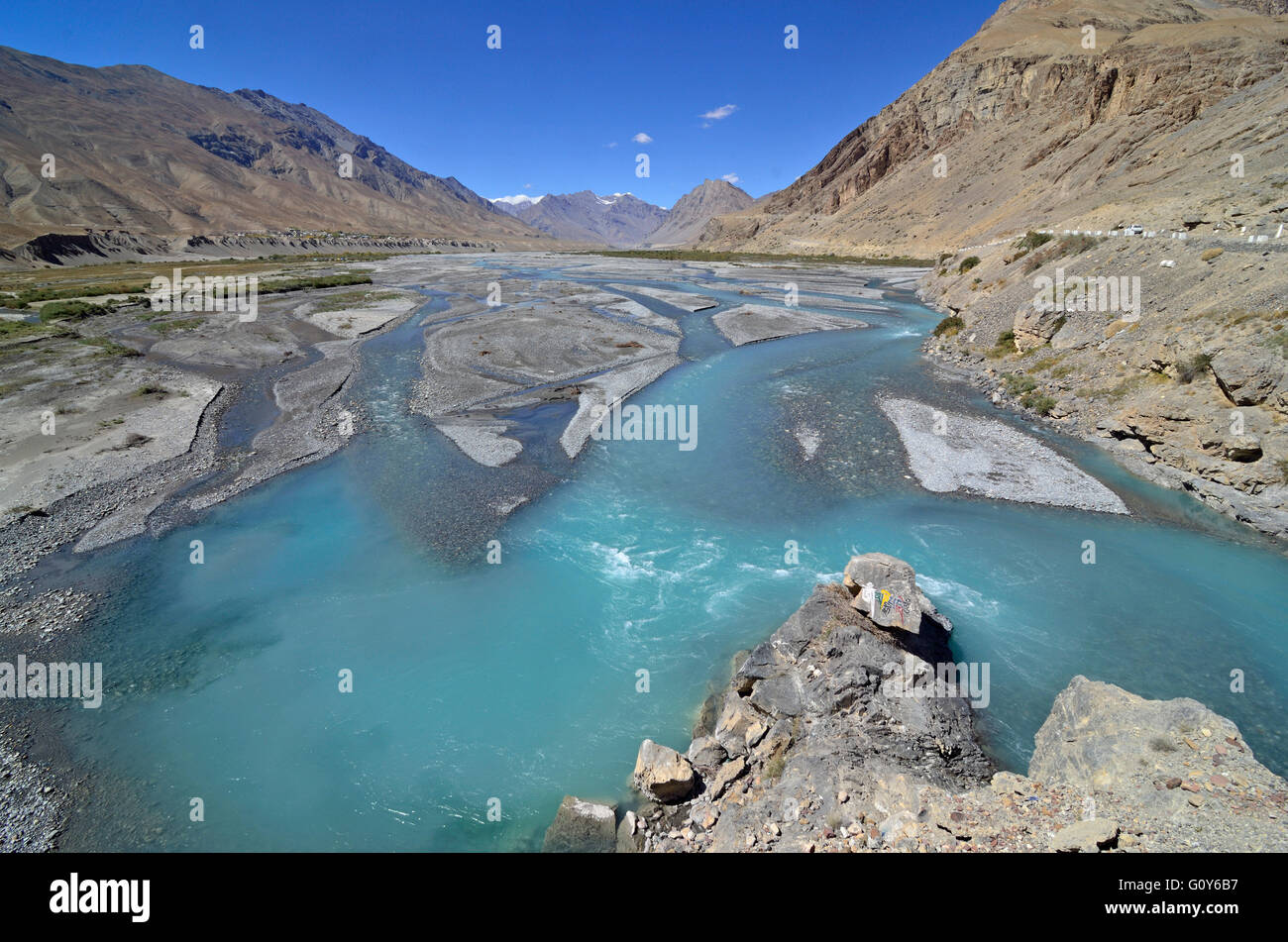 Spiti river flowing through the high altitude himalayan valley at 4270 meters, near Kaza, Lahaul and Spiti, Himachal - Stock Image