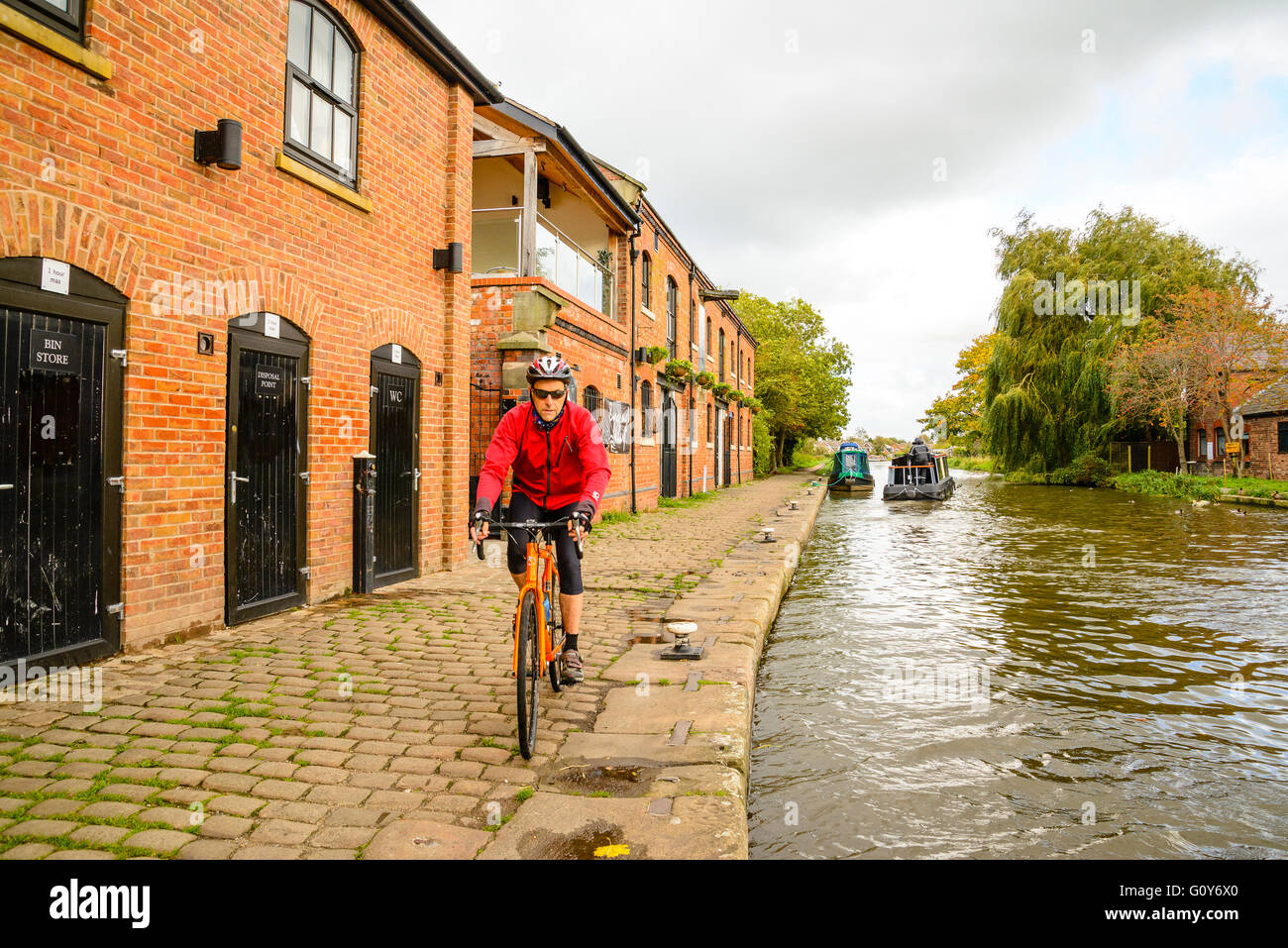 Cyclist on canal towpath at Burscough Lancashire - Stock Image