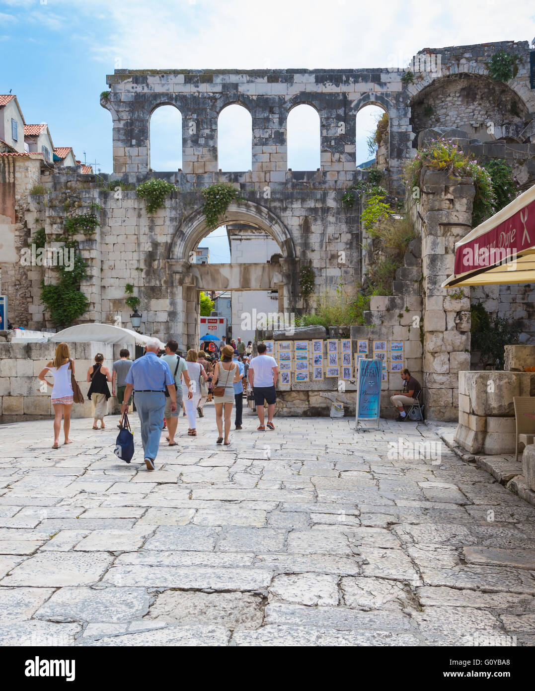 Split, Dalmatian Coast, Croatia.  The Eastern Gate to the Palace of Diocletian, also known as the Silver Gate. - Stock Image