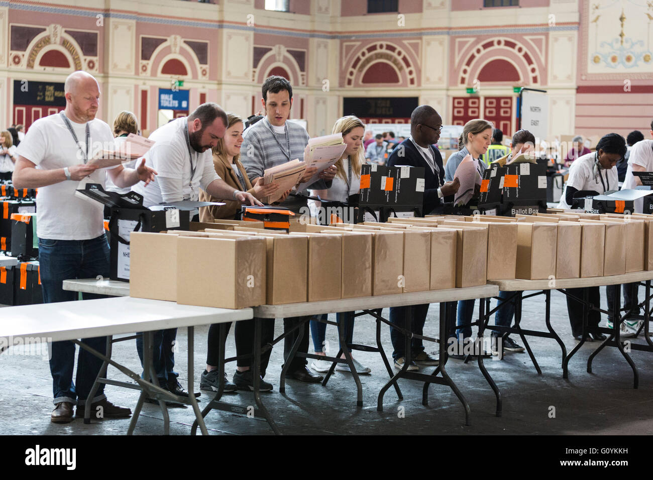London, UK. 6 May 2016. The counting of the ballot papers for the Mayor of London and the London Assembly Elections Stock Photo