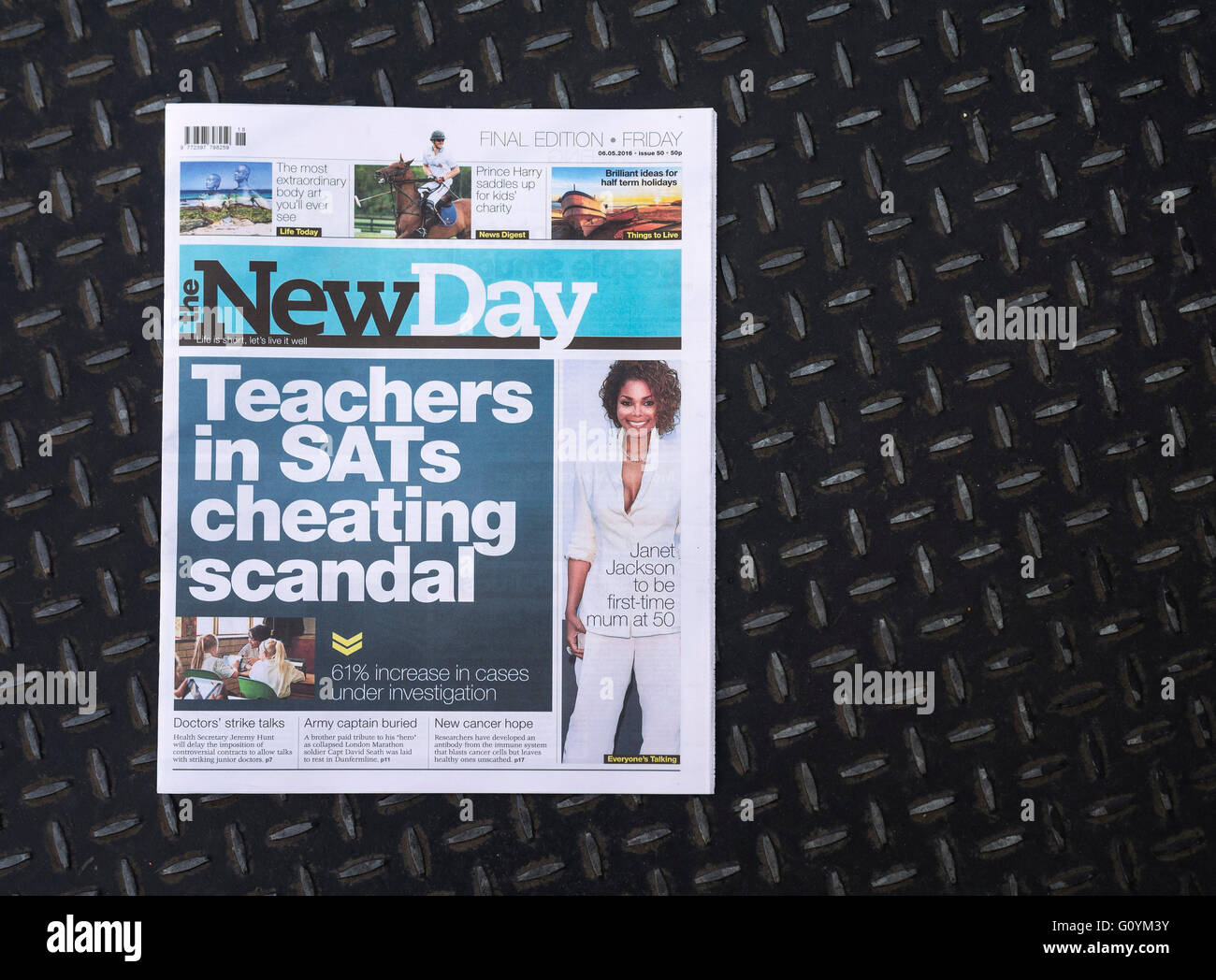 Final edition of The New Day newspaper, last (6th may 16) edition after just nine weeks. - Stock Image