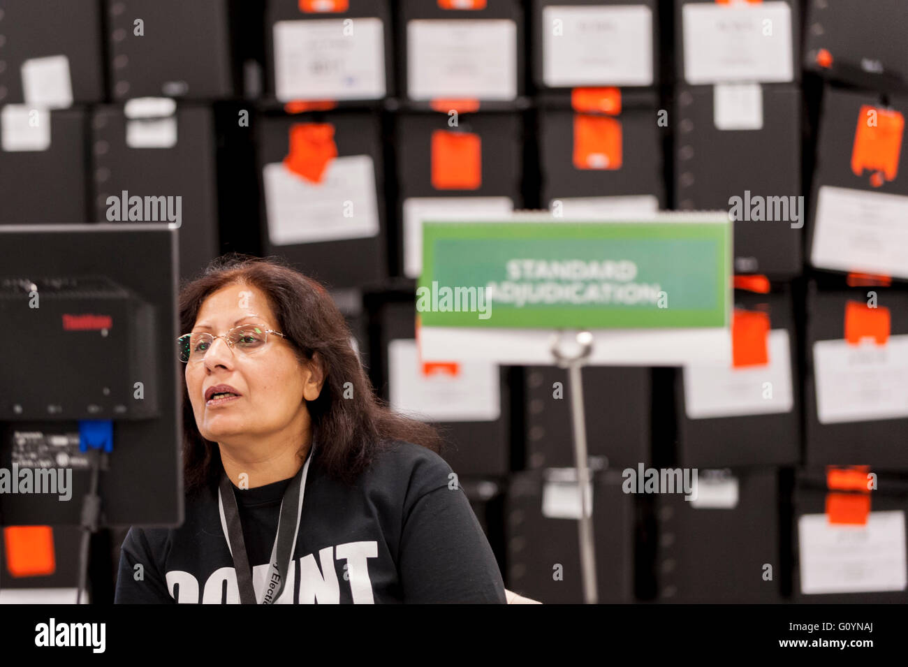 London, UK.  6 May 2016.  An adjudicator monitors the results of counting. Votes for the London Mayoral elections - Stock Image