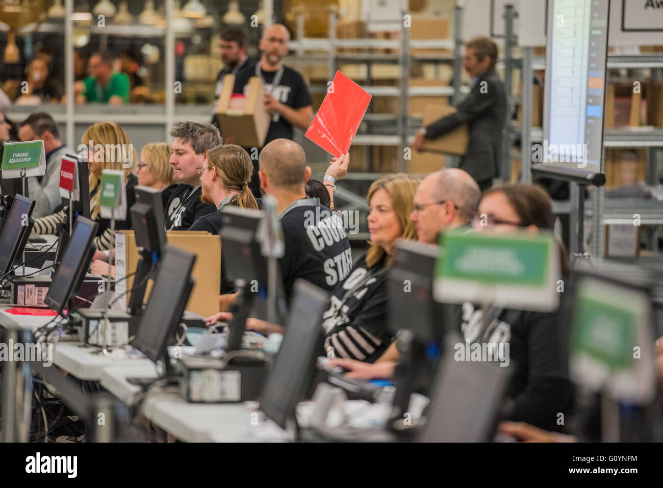 London, UK. 6th May, 2016. A red card is held up to ask for assistance in the adjudication area - The counts for - Stock Image
