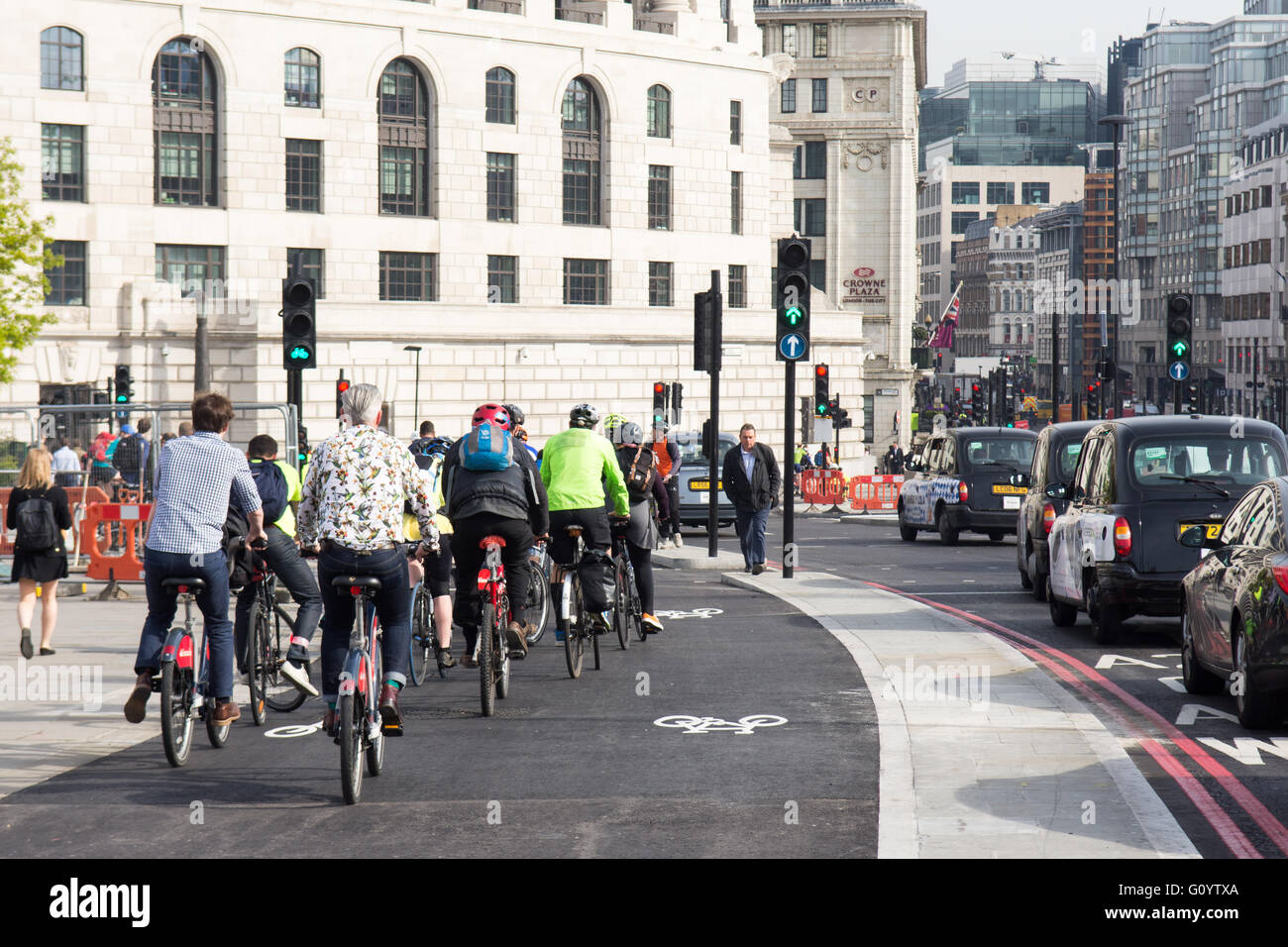 London, UK. 6th May, 2016. Two new 'segregated cycle superhighway' cycle tracks open in central London in - Stock Image