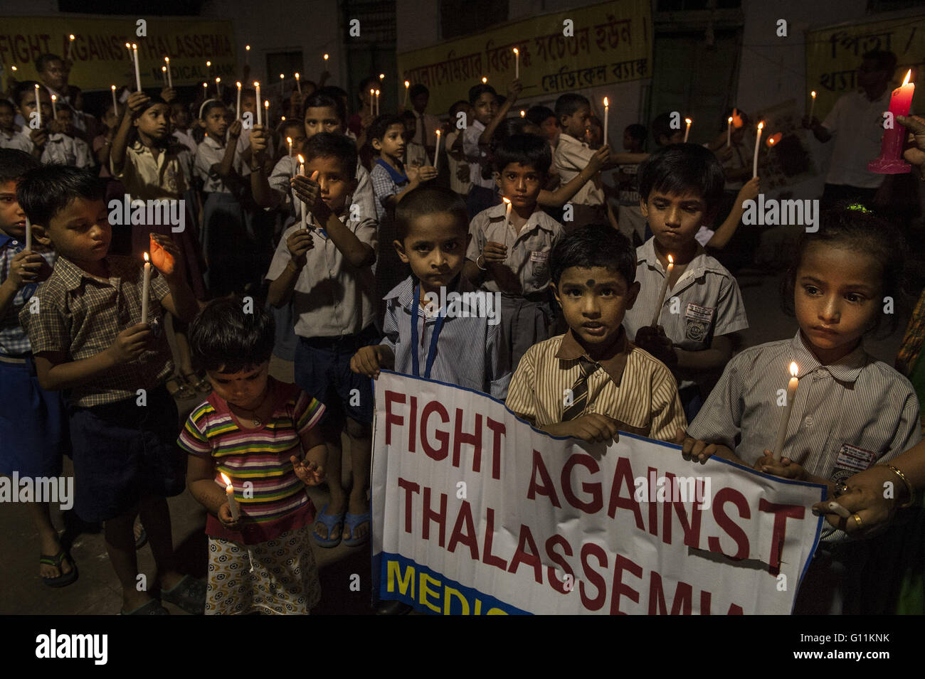 Kolkata, India. 7th May, 2016. Indian Children take part in an awareness campaign on the World Thalassemia Day in - Stock Image
