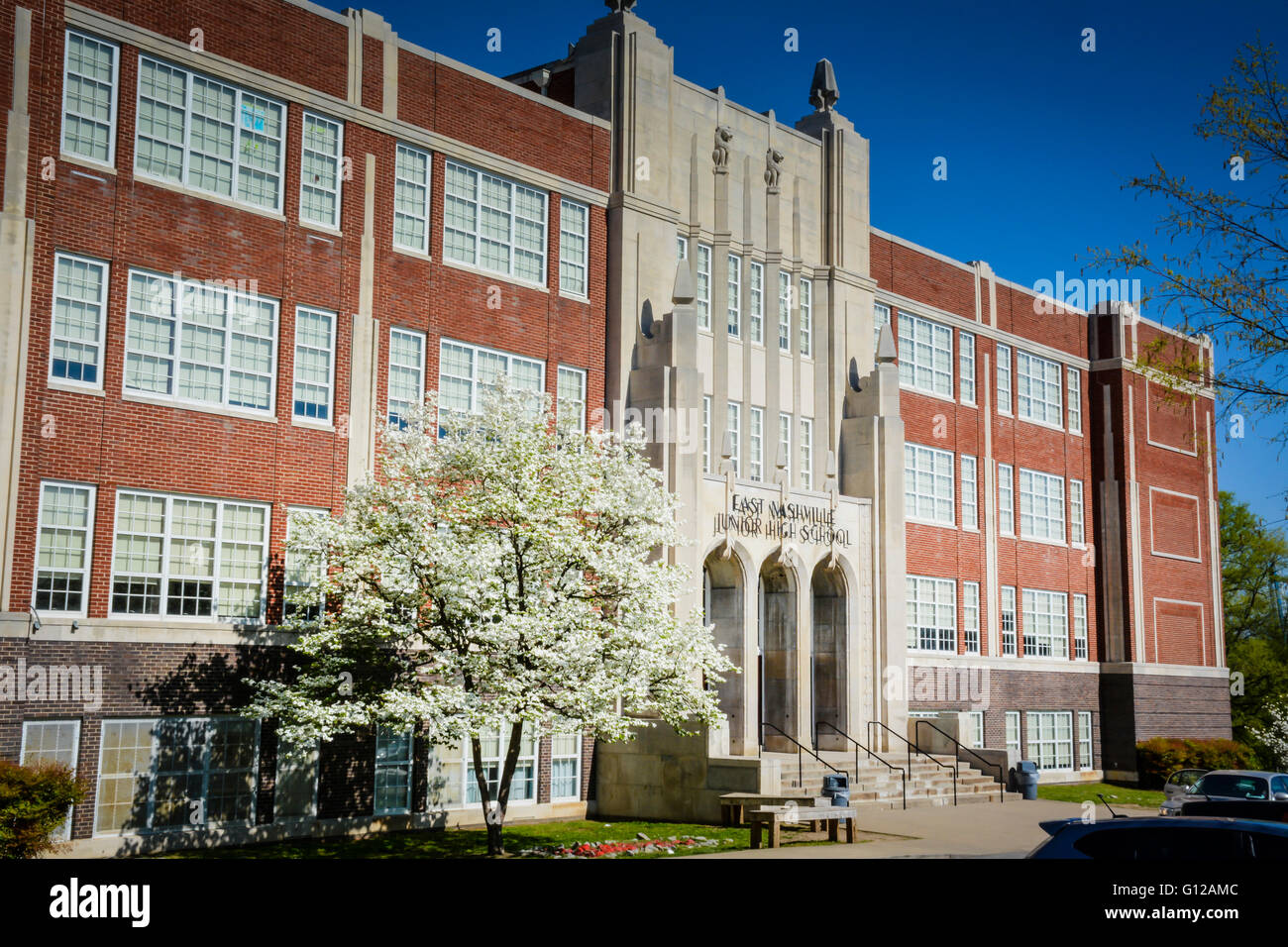 The Stately East Junior High School on Gallatin Road East Nashville TN building has lovely blooming dogwood trees - Stock Image