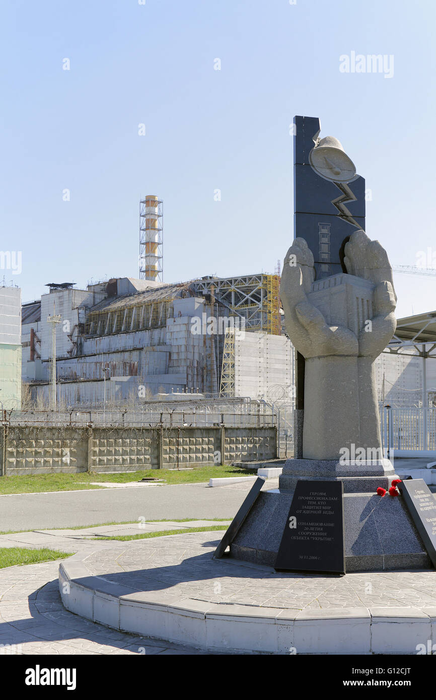 The Monument - 250m away from wrecked Reactor 4... - Stock Image