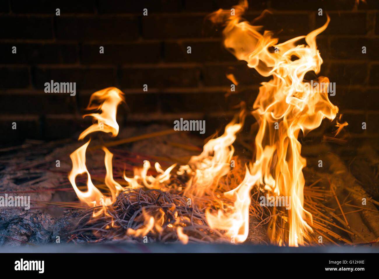 Money To Burn Stock Photos & Money To Burn Stock Images - Alamy