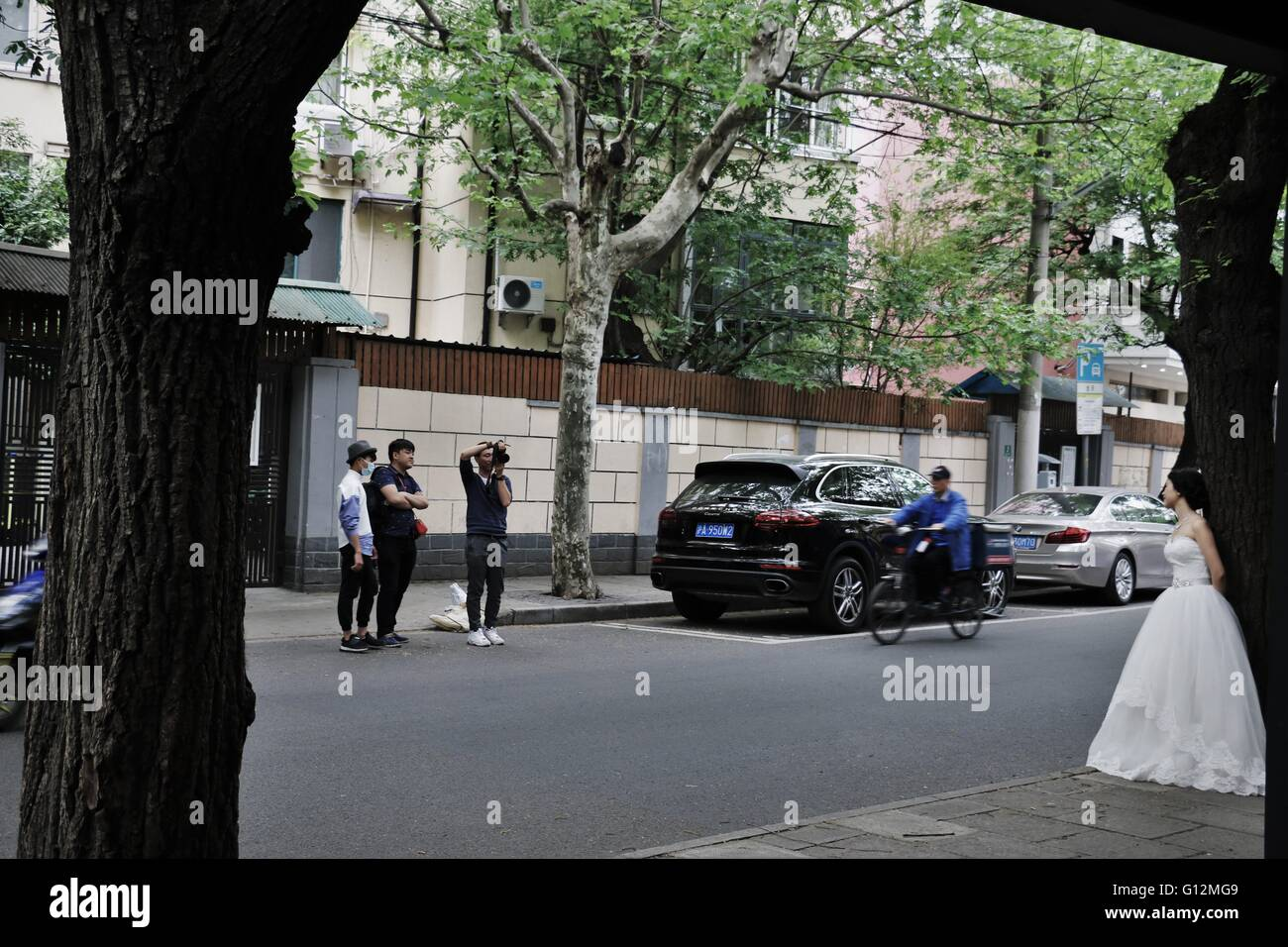 Cameraman capturing the bride in a busy street in French concession, Shanghai, China, 2016. - Stock Image