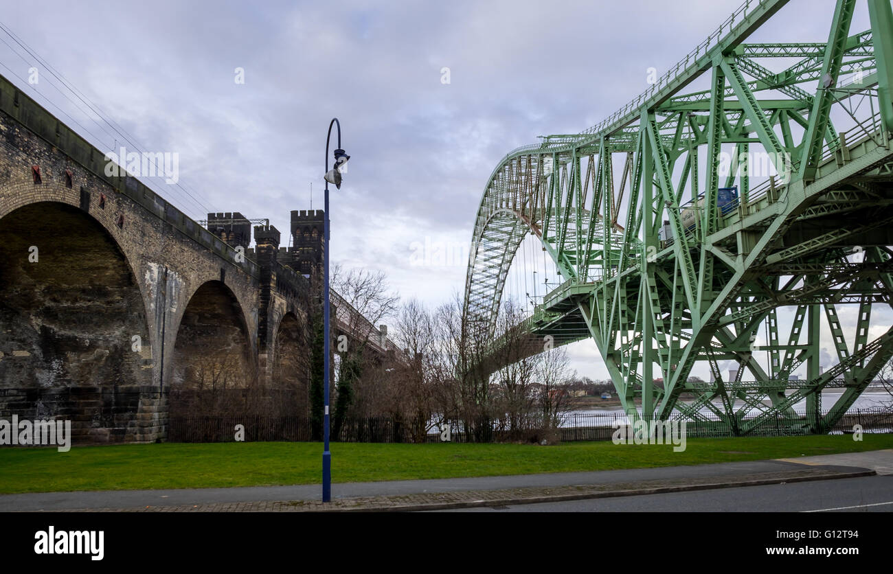 The Silver Jubilee (Runcorn) Bridge & Runcorn railway bridge (Runcorn side). - Stock Image
