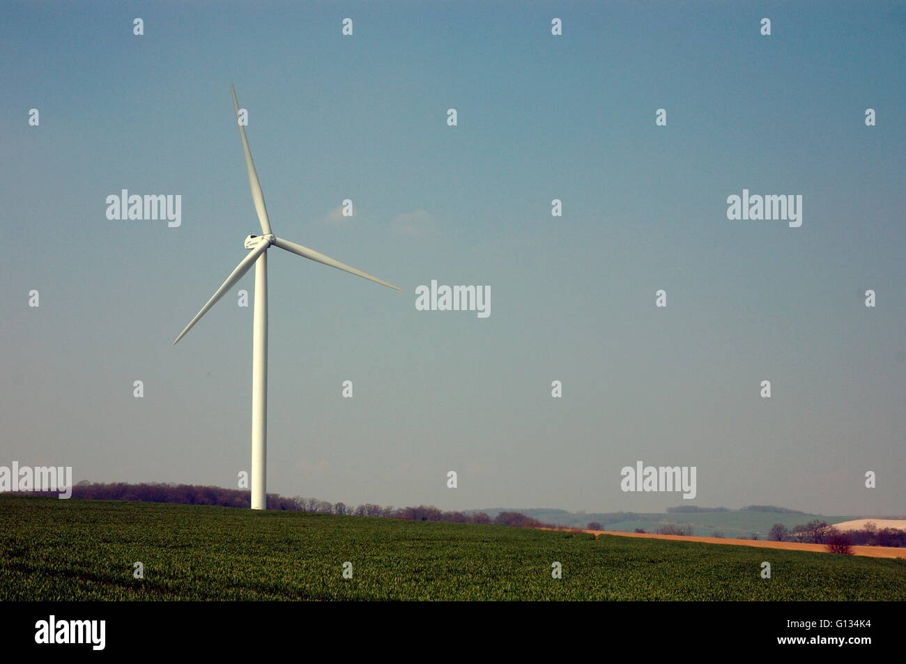 AJAXNETPHOTO - 2008, THE SOMME,FRANCE. - WIND FARM GENERATES ELECTRICTY FOR LOCAL VILLAGES. PHOTO:JONATHAN EASTLAND/AJAX - Stock Image