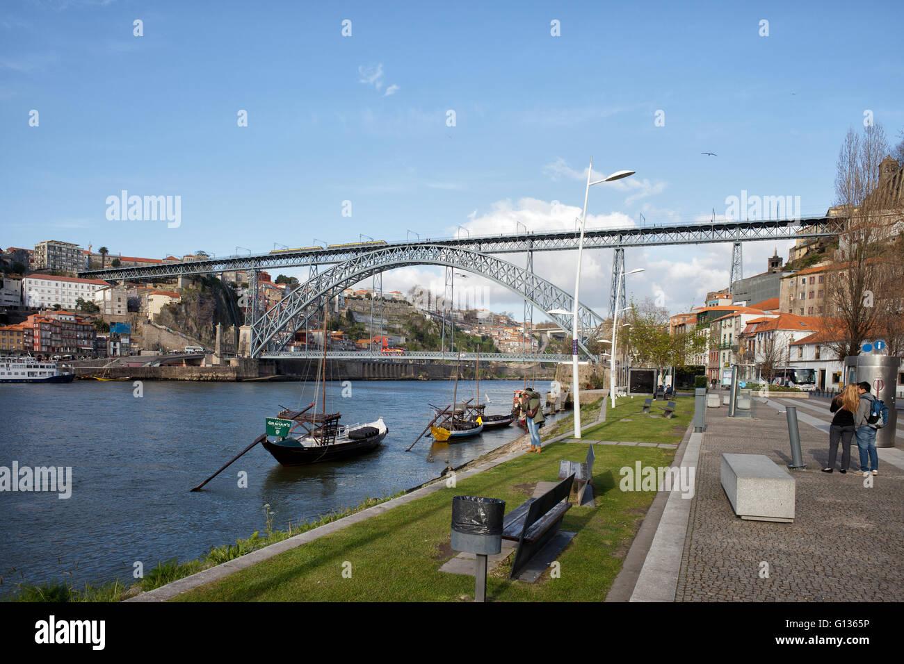 Portugal, city of Porto and Vila Nova de Gaia, Douro river, Dom Luis I Bridge - Stock Image