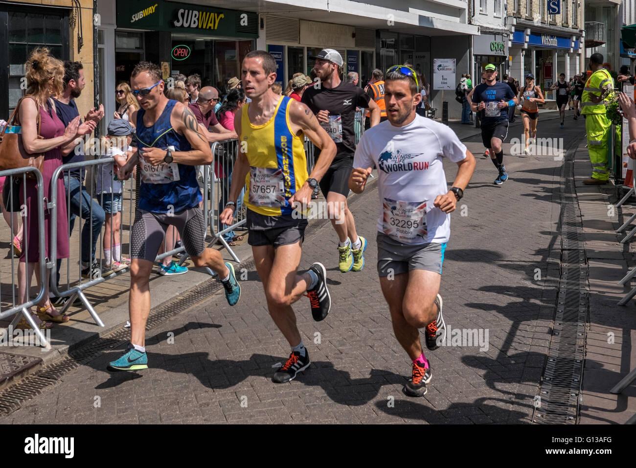 cambridge marathon may 2016 runner run runs fast speed race men man - Stock Image