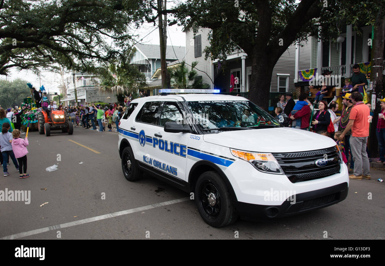 New orleans police car before mardi gras procession new for Department of motor vehicles in new orleans