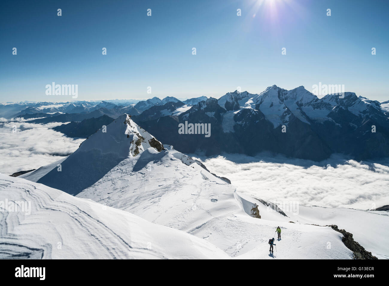 Blick vom Westgipfel des Bishorns auf die Pointe Burnaby. Panoramic view on top of the Bishorn. View to the north - Stock Image