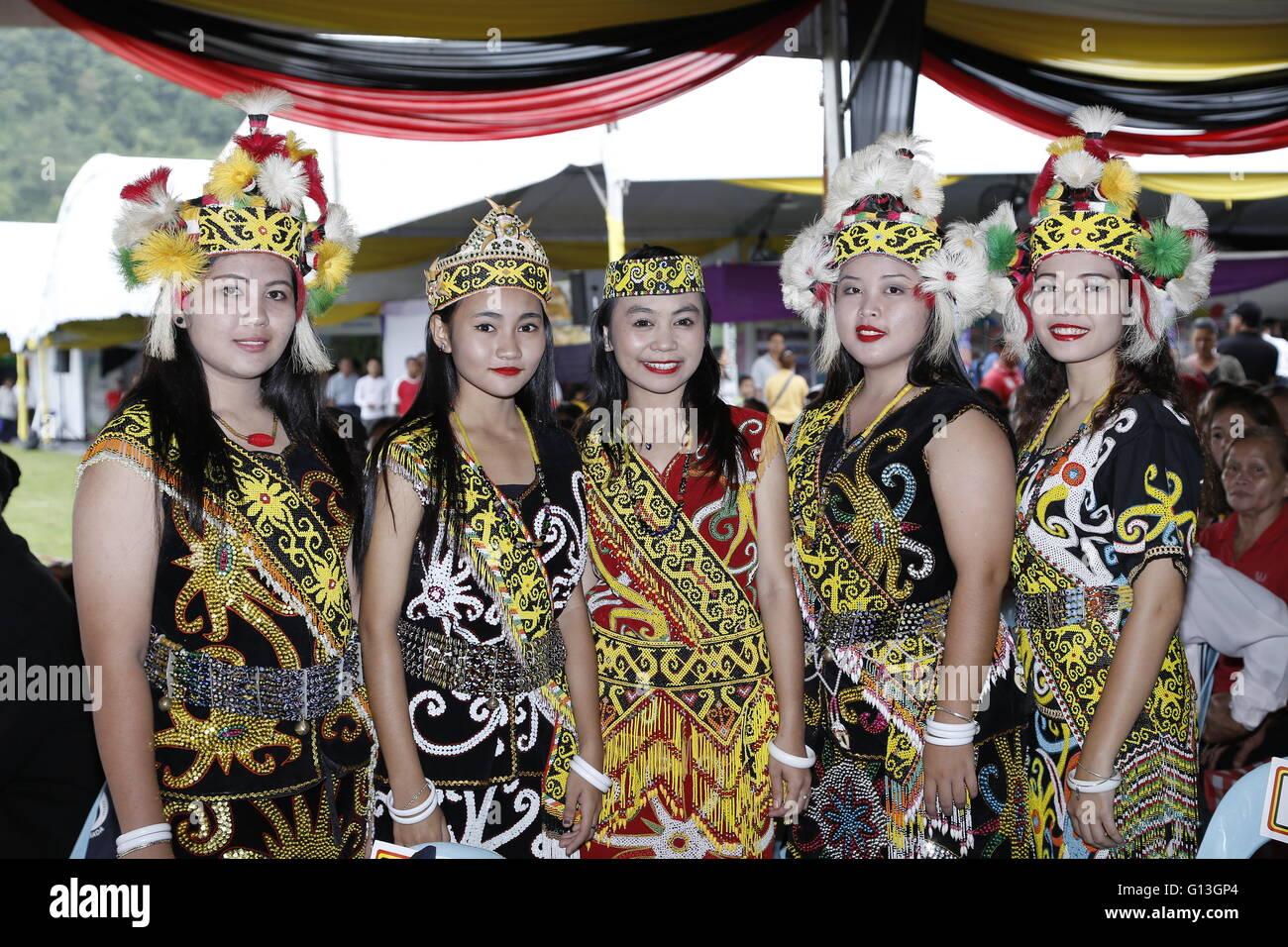 Sarawak Native Beautiful Orang Ulu Ladies In Traditional Costume Stock Photo Alamy